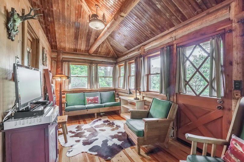 Cabin treehouse in Eureka Springs, Arkansas.