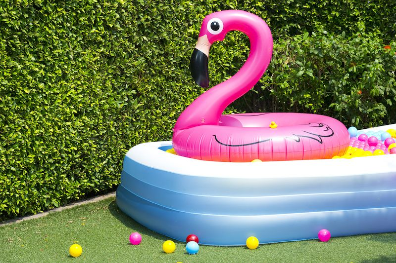 inflatable pool with floating flamingo tube