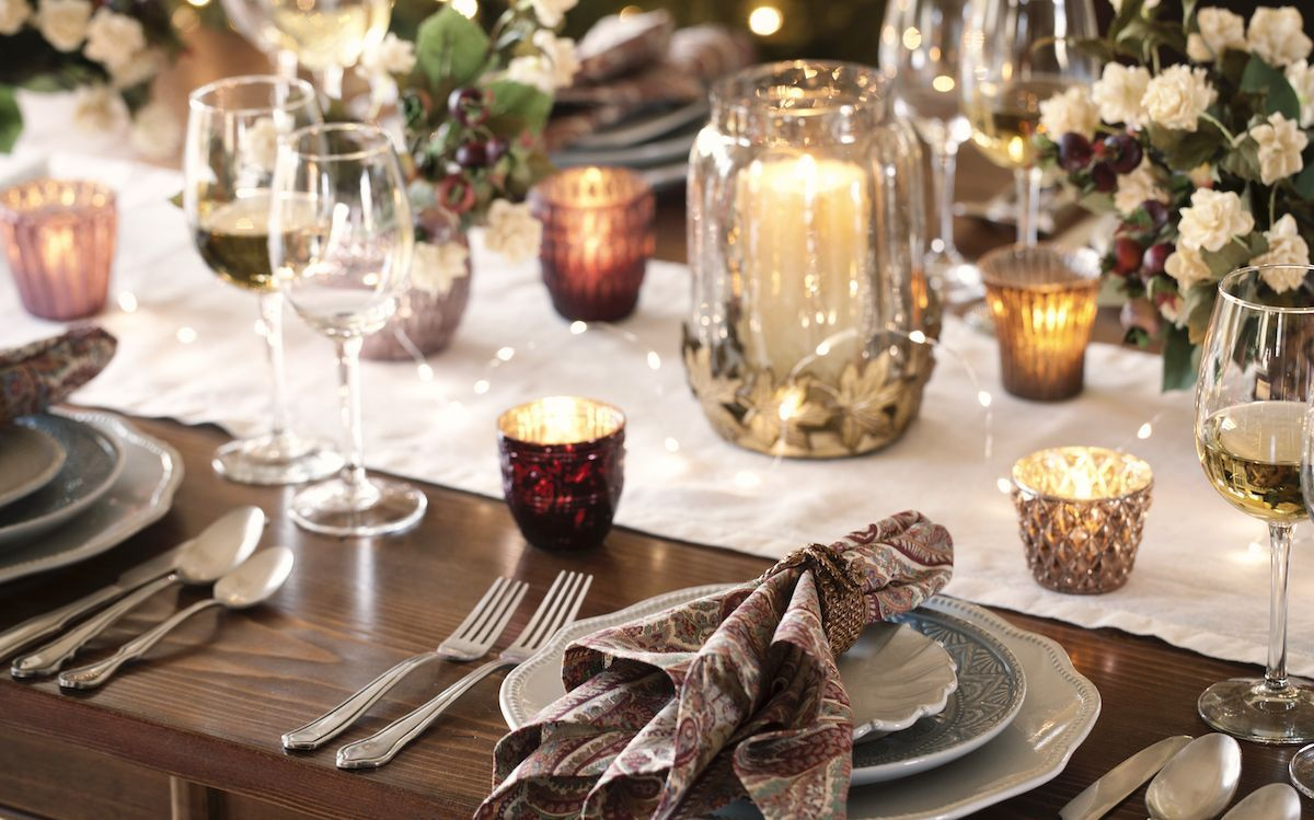 Holiday place setting.