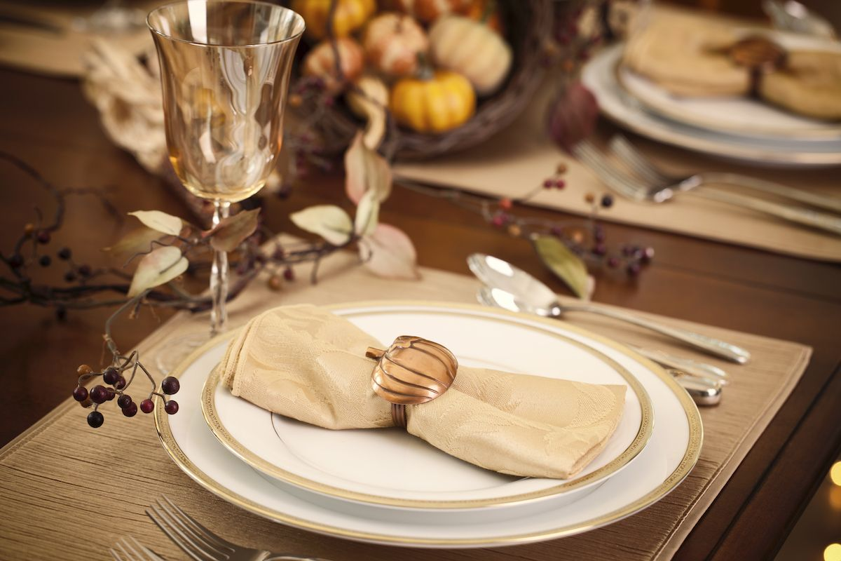 Muted autumnal table decor.