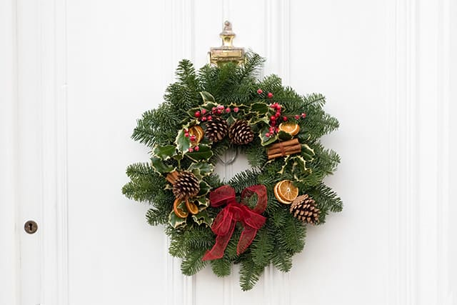 staging-house-for-sale-with-a-wreath-holiday-door-decor